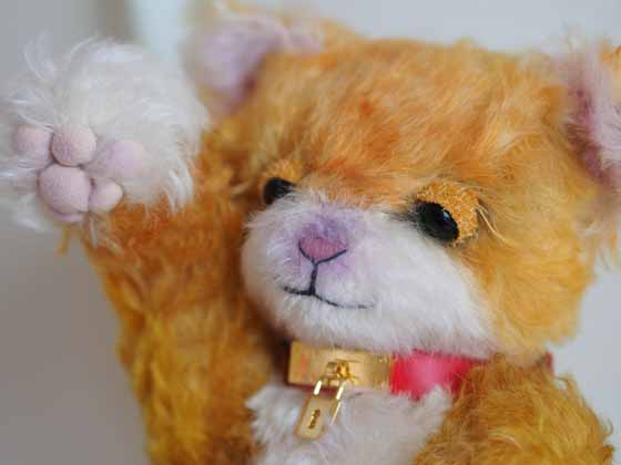 作品no.0013 まねき猫 まぶた改善顔